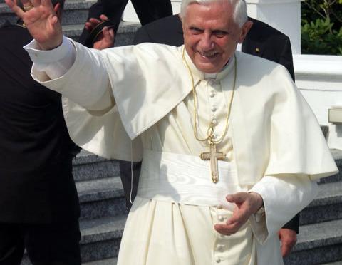 BENTO XVI É O AMIGO DOS JOVENS